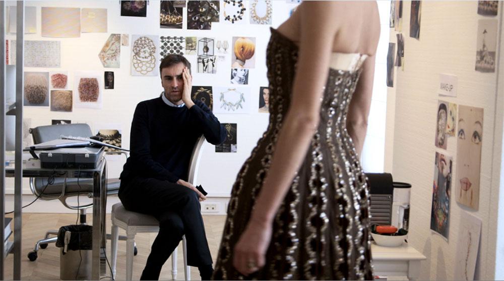 В прокат вышел фильм о работе знаменитого дома моды