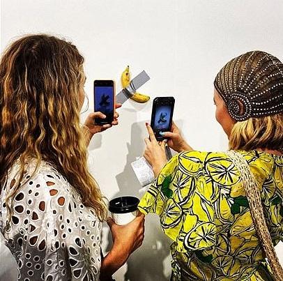 Банан настене. гость  выставки съел экспонат стоимостью $120 тыс.