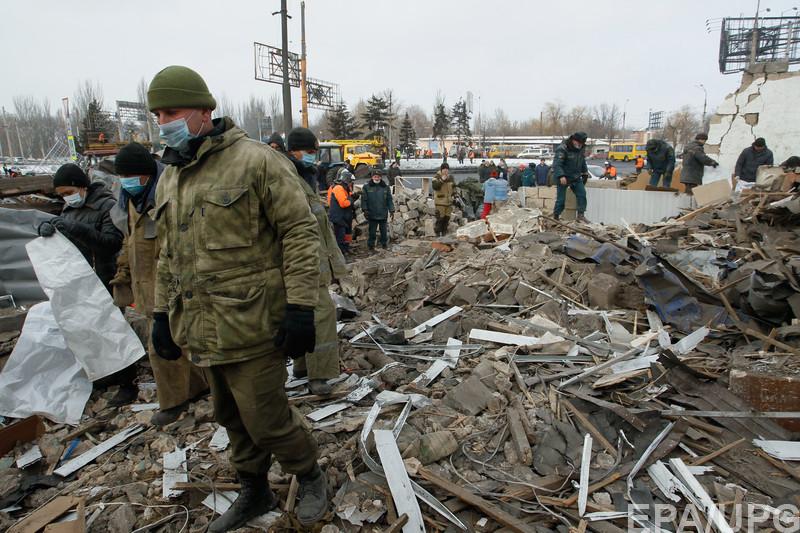 """Дончане с ужасом ждут наступления ночи и собирают """"тревожные"""" чемоданчики на случай новых обстрелов города"""