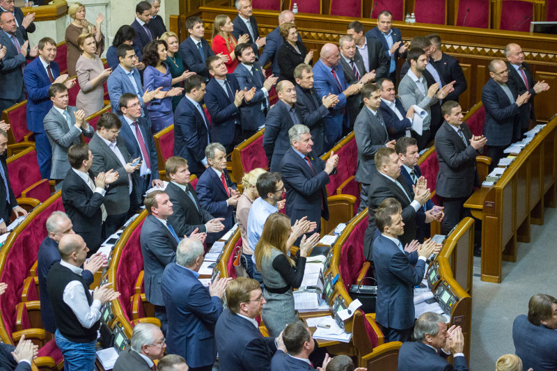 Верховная рада одобрила отказ от внеблокового статуса