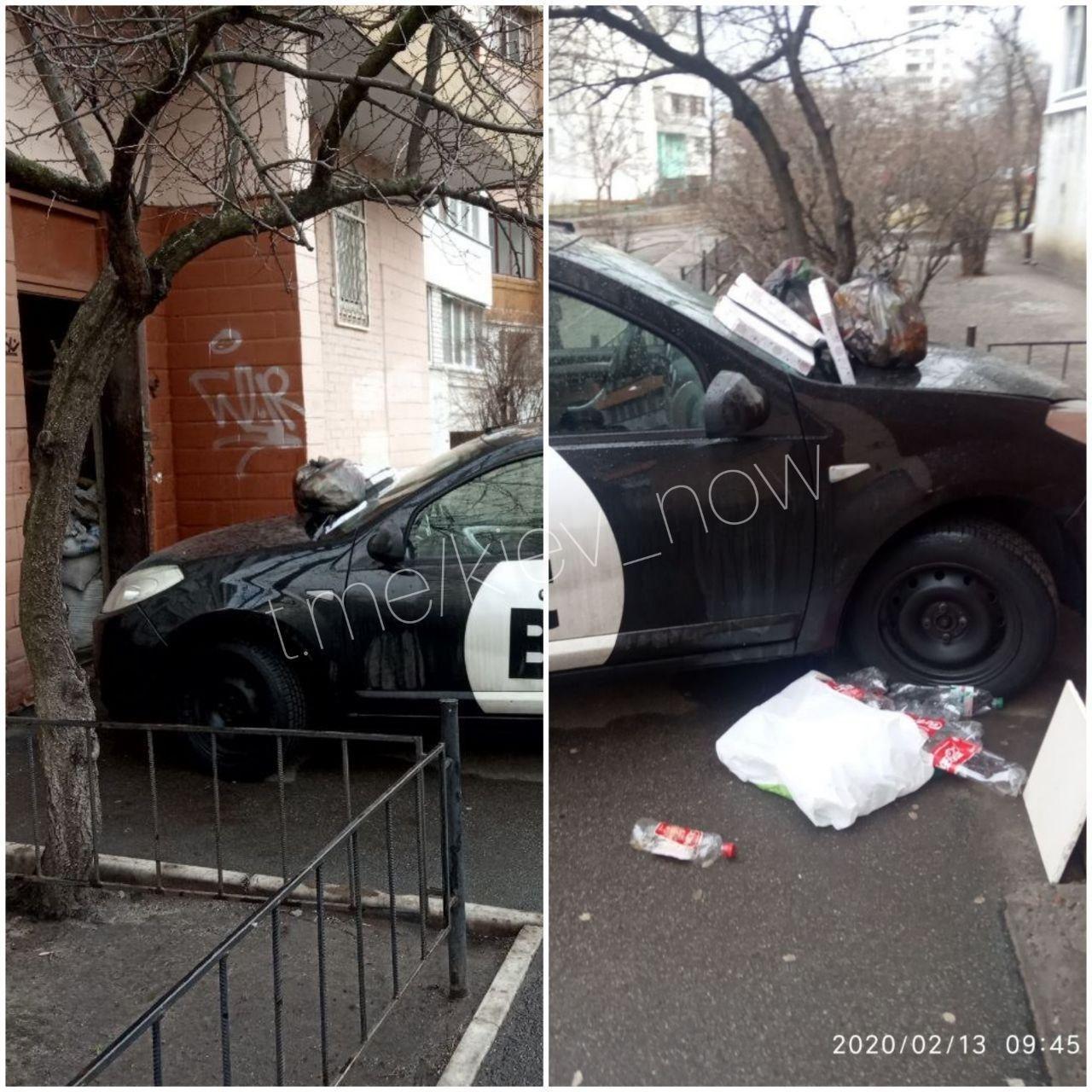 """У Києві жорстко покарали """"героя парковки"""", який залишив авто прямо біля під'їзду"""