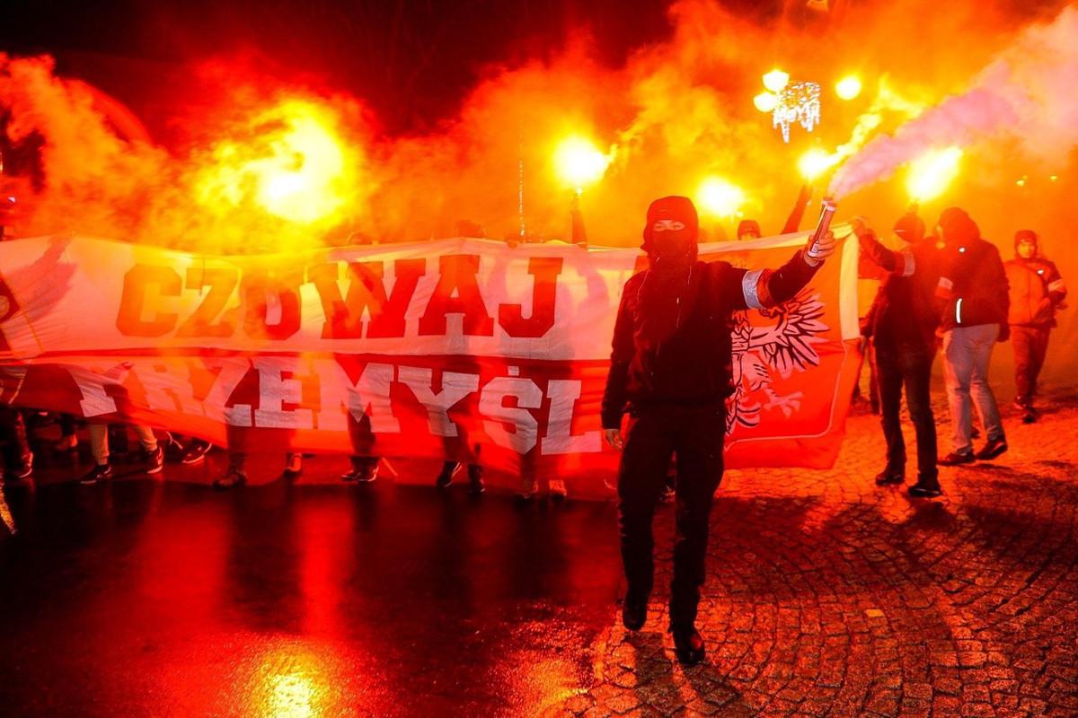 В соседней стране усилилась роль ультранационалистов