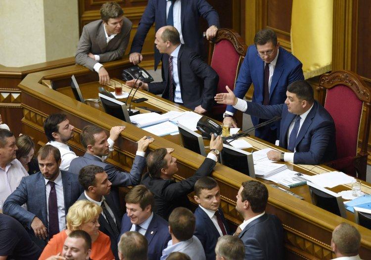 Парламент не принимает законы, необходимые для получения кредитов от МВФ