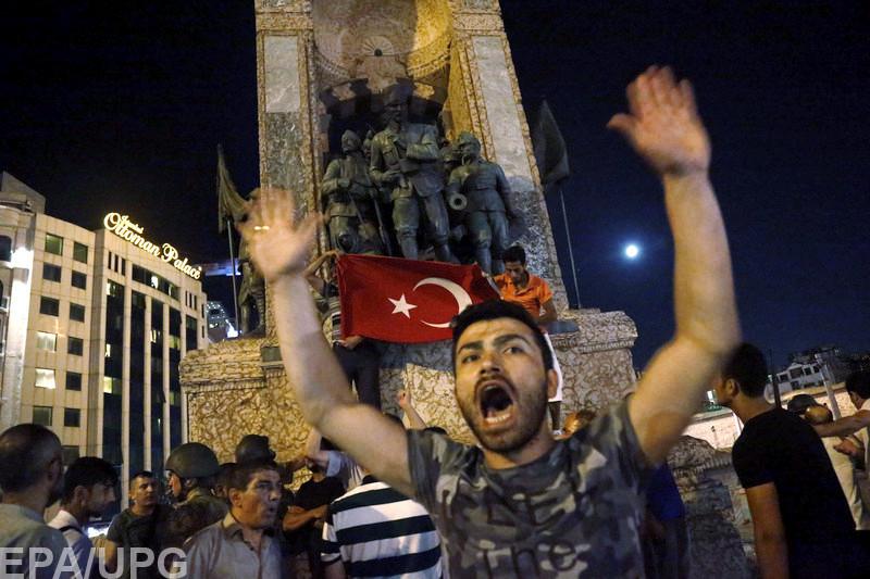 Свидетельства очевидцев попытки переворота в Турции дают возможность восстановить хронику событий