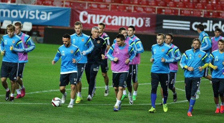 Сегодня команда Михаила Фоменко сыграет против действующих чемпионов континента