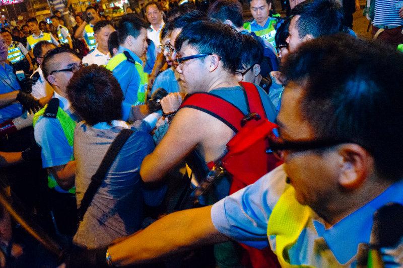 Демонстранты попытались заблокировать работу местной администрации