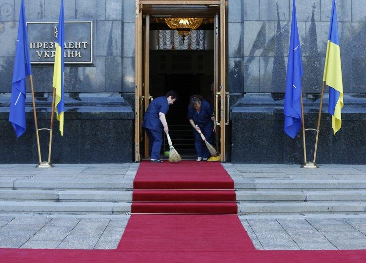 """""""Апостроф"""" пытался записаться на прием к украинским министрам"""