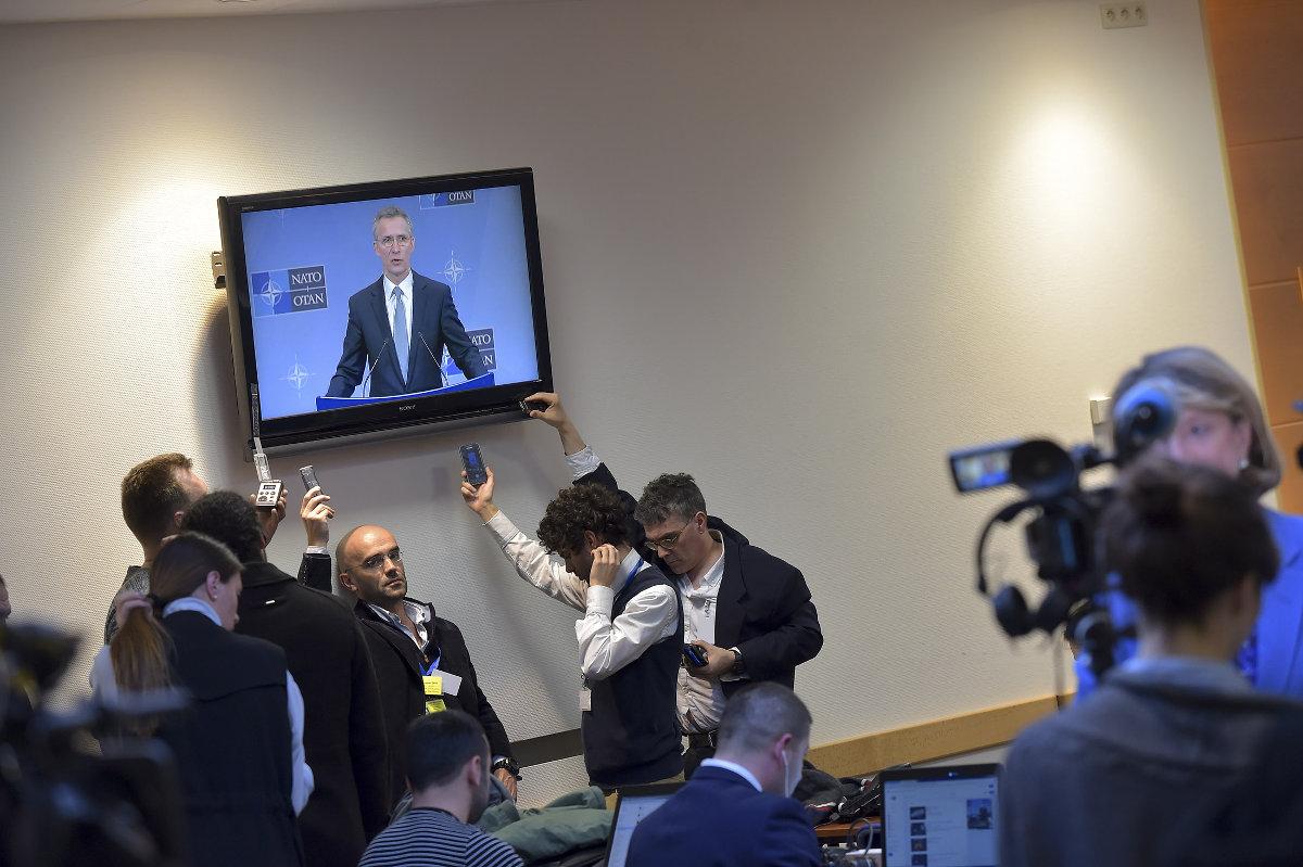 Журналисты анализируют обстановку в мире перед Варшавским саммитом Альянса