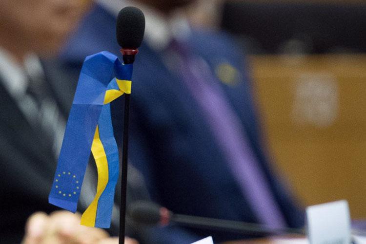 Как блогеры отреагировали на призыв отложить безвизовый режим для Украины и не давать ей транш МВФ