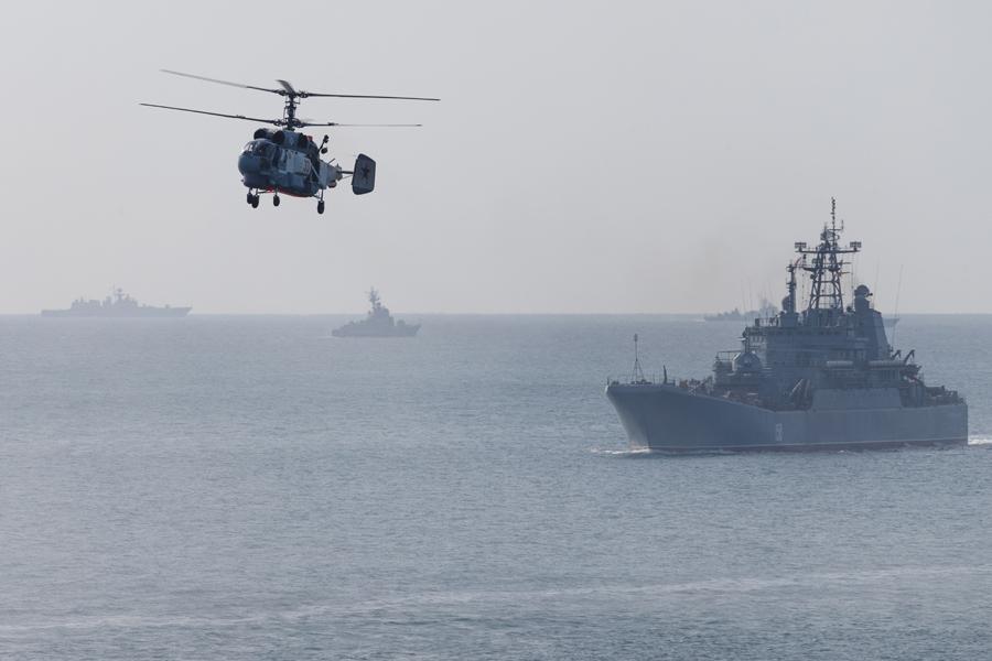 Россияне перебросили корабли в Азовское море, но атаковать не спешат