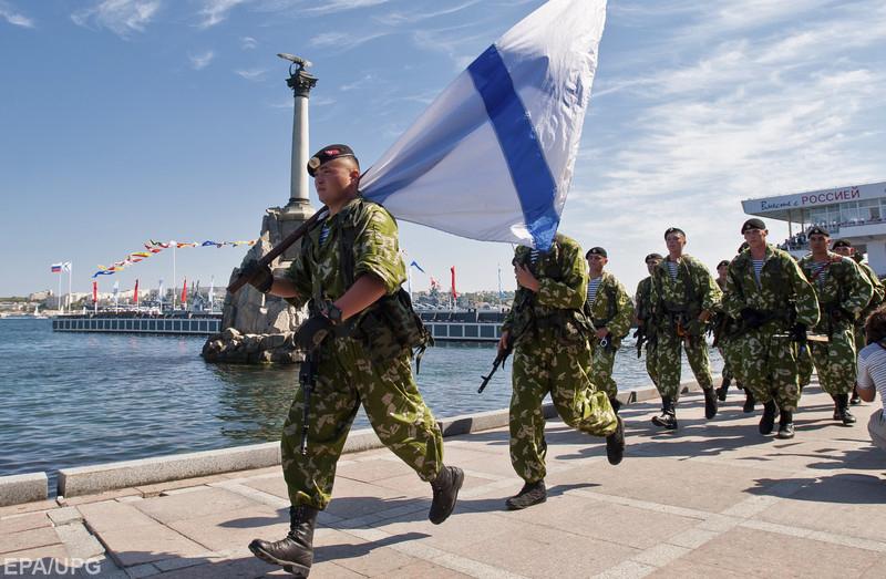 Російське командування намагається підняти бойовий дух колишніх українських військових, які перейшли на службу до окупантів