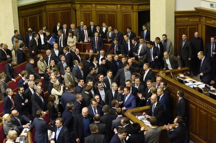 После возобновления заседаний во фракции может возобновиться внутренняя борьба