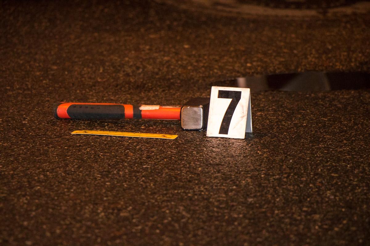 УКиєві чоловік із молотком напав напосадовця, водію довелося відстрілюватися