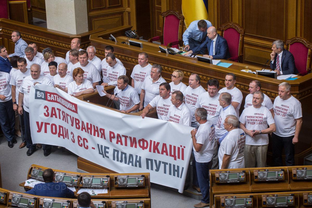 Народные депутаты готовят почву для переизбрания в парламент