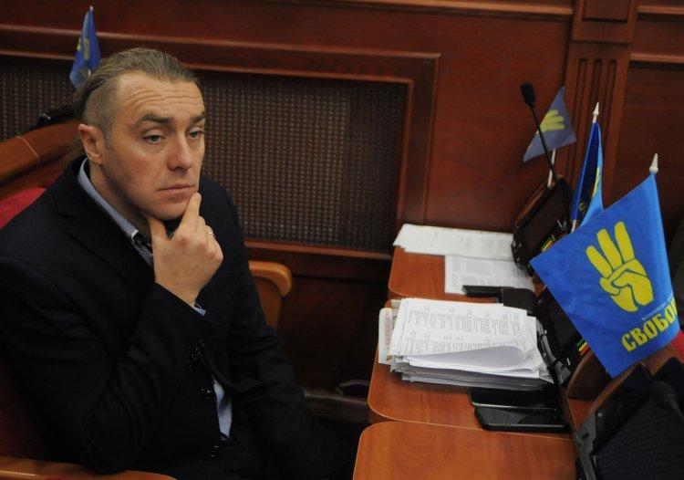 Депутат Киевсовета семь лет не платит по кредитам, рассекая по столице на BMW X5 и регулярно отдыхая за границей