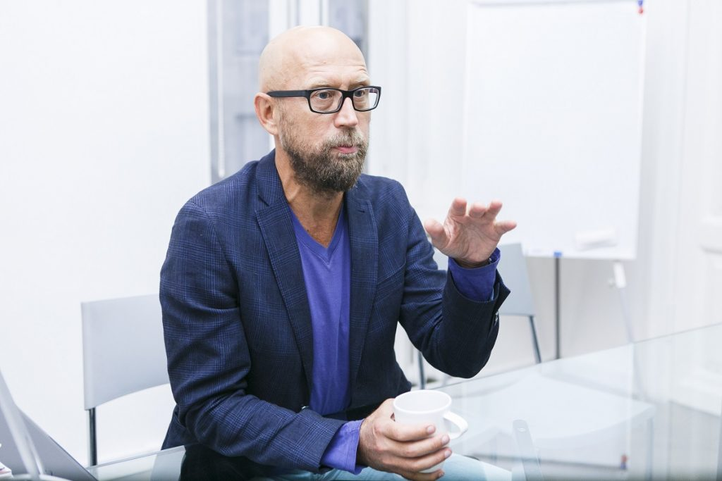 Олег Дроздов не представляет себе, как можно переделать фасад театра с учетом мнения горожан