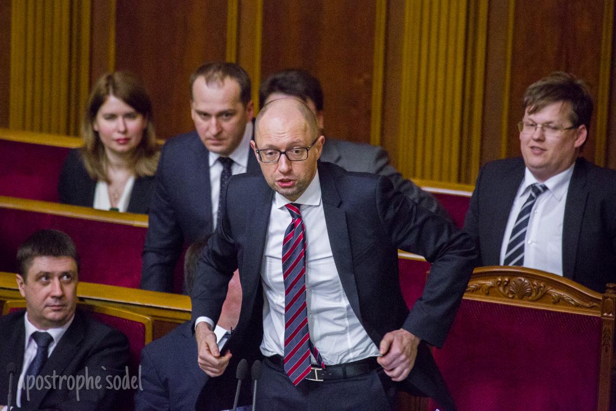 Фоторепортаж о том, как депутаты рассматривали отчет Кабмина Яценюка