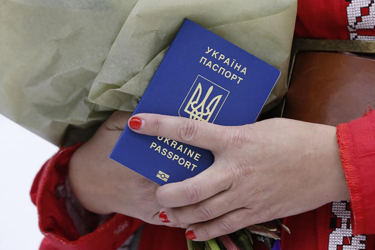 Навіщо окупанти активно впроваджують фейкові паспорти